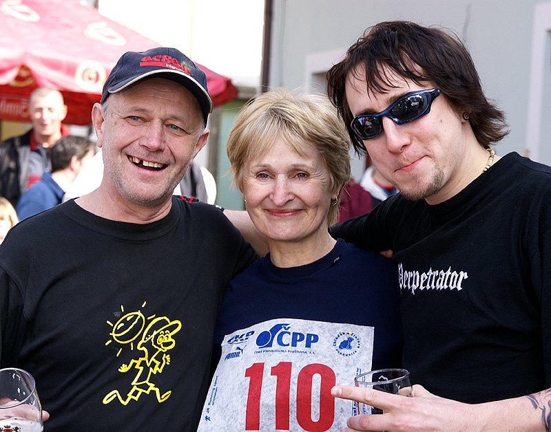 V Nasavrkách nemohl chybět ani kreslíř, loutkář a především také běžec Miroslav Alexa z chrudimského KRBu (vlevo na snímku).