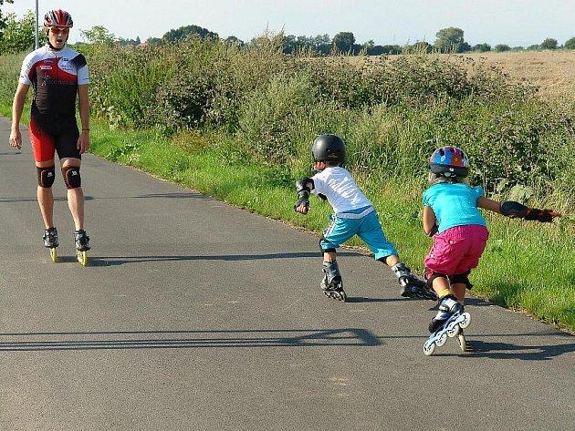 ROMAN VODIČKA trénuje třikrát týdně děti na cyklostezce Chrudim – Medlešice.