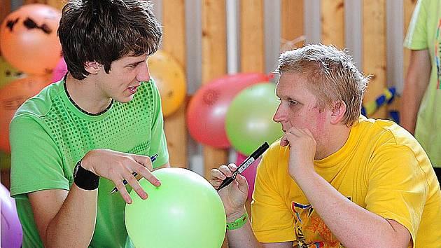 Studenti Obchodní akademie v Chrudimi připravili pro mentálně postižené pěkný den.