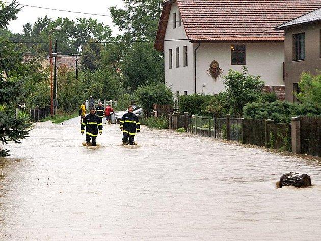 Po víkendových záplavách, které zasáhly okres Chrudim, sčítají lidé škody. Chrudimsko bylo podle pojišťoven třetím nejpostiženějším regionem.