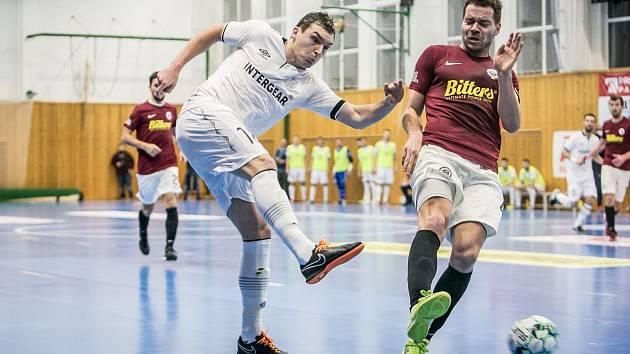 Cesta za obhajobou pohárového triumfu odstartuje pro chrudimské futsalisty v Ostravě. Po ztrátě mistrovského titulu by se tým Felipe Conde rád pomazlil s důležitou trofejí.