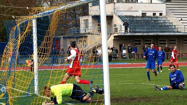 Z fotbalovéhu utkání divze Chudim - Náchod/Deštné 3:0.