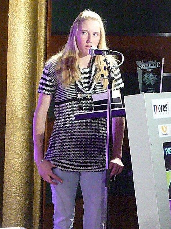Vítězkou kategorie jednotlivců mládeže v anketě Nejúspěšnější sportovec Chrudimska za rok 2011 se stala Anna Tkadlecová, která zároveň vyhrála i hlasování čtenářů o Hvězdu Chrudimského deníku.
