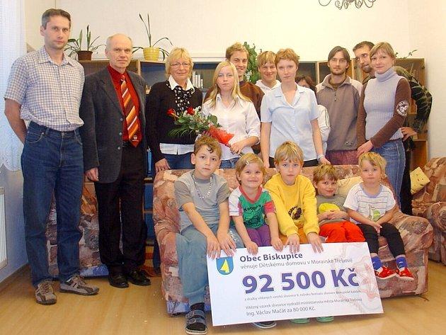 Výtěžek z dražby vítězné pálenky z festivalu Biskupské kaléšek poputuje stejně jako vloni do Dětského domova v Moravské Třebové.