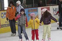 Veřejné bruslení na zimním stadionu v Hlinsku.