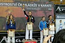 Bára Bukáčková (uprostřed) obhájila v kategorii starší žákyně titul Mistryně ČR.