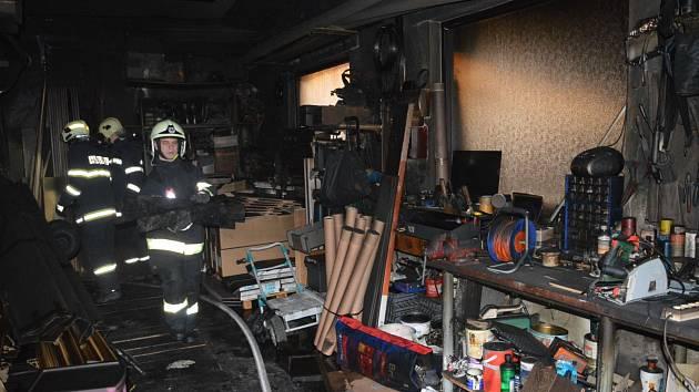 Požár garáže a skladu ve Slatiňanech