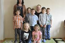 Žáci první třídy Základní školy Včelákov, kterou vede paní učitelka Lenka Novotná.