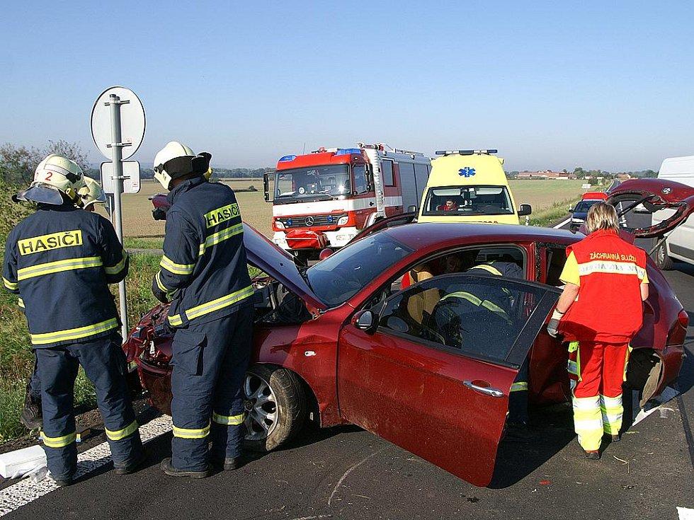 Alfa Romeo byla po nehodě u Čankovic silně zdemolována, řidič jako zázrakem vyvázl jen s lehkým zraněním.
