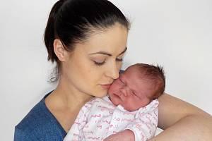 LAURA BÍLKOVÁ je prvorozená holčička Denisy a Petra z Dolního Újezdu. Narodila se s váhou 4,13 kilogramu v pátek 8. března v 19.44 hodin v Ústí nad Orlicí. Foto: Eva Drymlová
