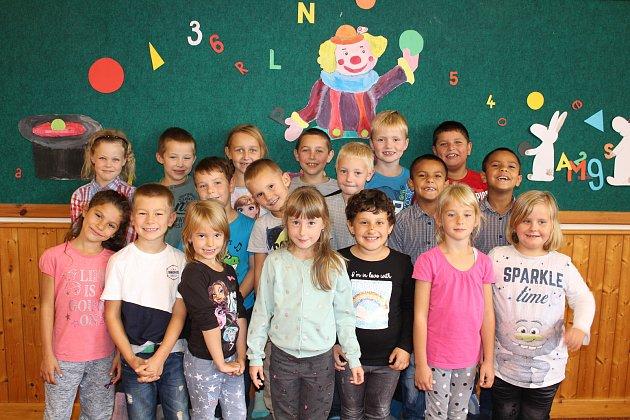 Žáci 1.Aze Základní školy Luže, kterou vede paní učitelka Pavla Tmejová.
