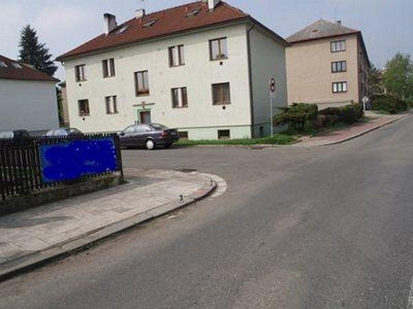 Kdopravní nehodě mělo dojít vobdobí od 27.do 30.dubna 2013vulici Tyršova ve Slatiňanech.