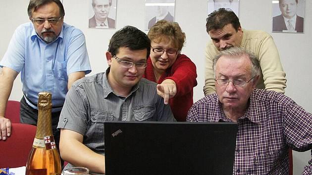 Chrudimská ČSSD slaví vítězství v komunálních volbách.