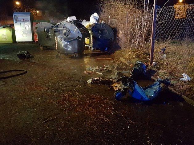 Hasiči vyjížděli k zásahu u hořícího kontejneru