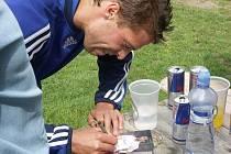 Fotbalový reprezentant Radek Šírl poskytl spoustu atogramů svým nadšeným příznivcům.