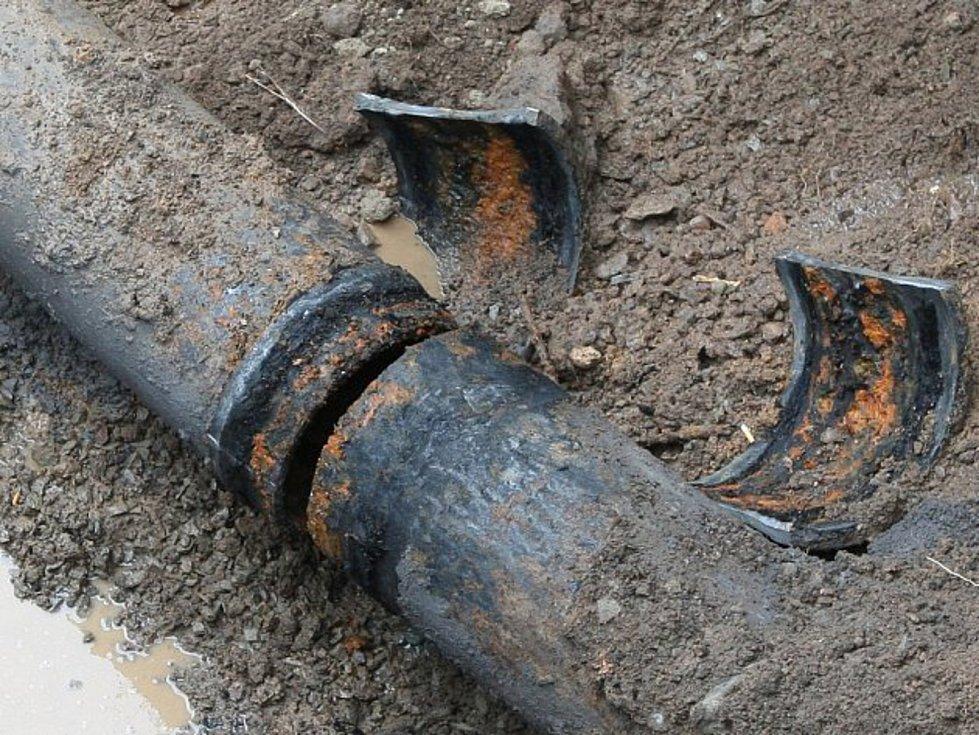 Vodovodní potrubí.