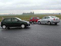 Na křižovatce u Medlešic havaroval 42letý šofér Škody Octavie z Lukavice.