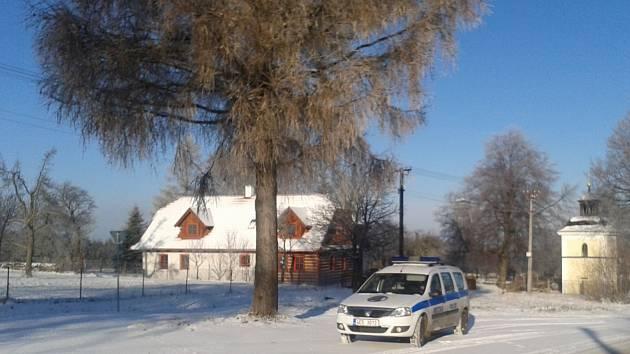 Už koncem listopadu nachumelilo a strážníci se museli prodírat prvním sněhem. Zanedlouho některá místa neprojedou.