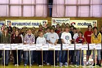 Slavnostní nástup finalistů v basktebalu základních škol.