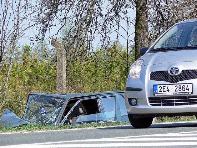 Řidička v Markovicích s Renaultem narazila čelně do stromu a zranila se.