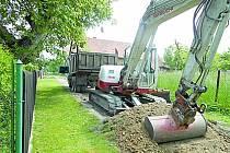 V chrastecké místní části Skála byla započata oprava části místní komunikace.