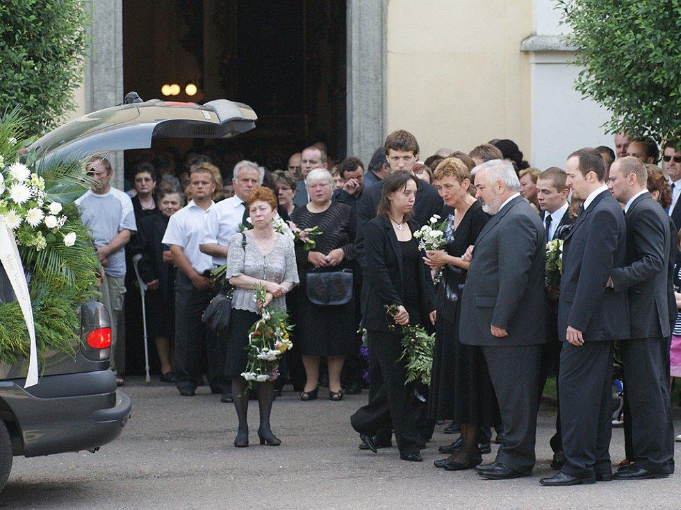 Chrast se rozloučila s Veronikou a Kryštůfkem, kteří byli zabiti při tragické nehodě.