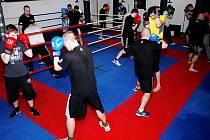 Kondice, technika, taktika - to všechno jsou dovednosti, které se při boxu rozvíjejí.