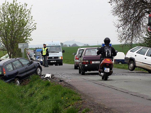 V pátek odpoledne se srazila dvě auta u Ostřešan