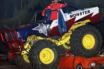 Kaskadérská Monster Truck show  v Chrudimi. Součástí podívané byla demolice vraků starých vozidel. Kaskadéři s sebou přivezou automobilové obry Bigfooty, které mají svou tradici v Americe.