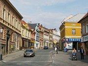 Široká ulice v Chrudimi.