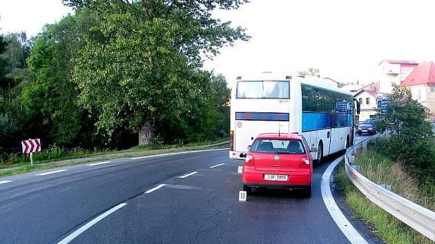 """Za srážku s autobusem v Trhové Kamenici """"vyfasovala"""" řidička pokutu."""