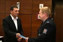 Policista Jan Kubánek byl oceněn za příkladné plnění služebních povinností.