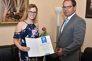 Radní ocenil diplomovou práci zdravotní sestřičky