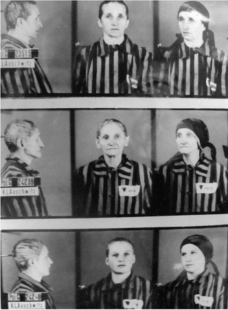 VOSVĚTIMI. Na snímku dole jeMarie Štulíková, tehdy teprve dvaadvacetiletá maminka sester. Nahoře jsou tváře babiček. Žádná zžen koncentrační tábor nepřežila.