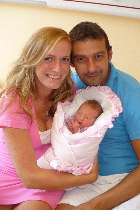 NICOL LANKAŠOVÁ (2,8 kg a 48 cm) toto jméno vybrali 7.8. v 5:24 pro svou prvorozenou dceru Renata a David z Chrudim.