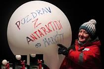 Pozdravy z Antarktidy od Markéty Pokorné.