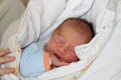PATRIK MIŘEJOVSKÝ (3,13 kg a 48 cm) je od 24.4. od 1:48 jméno prvního miminka Terezy a Michala z Heřmanova Městce.