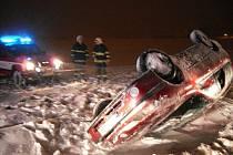 V sobotu 11. prosince v 5.49 hodin vyjeli hasiči ze stanice v Chrudimi na dopravní nehodu, ke které došlo mezi obcemi Ostřešany a Nemošice.