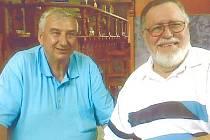 Při své poslední návštěvě v rodném Hrochově Týnci se v květnu letošního roku Břetislav Dolejší (vpravo) setkal i se starostou Miloslavem Besperátem.