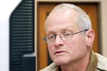 Královéhradecký radní Vladimír Derner při on-line rozhovoru se čtenáři Hradeckého deníku, 3. února 2009