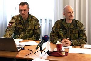 Z tiskové konference k výsadkovému pluku v Chrudimi