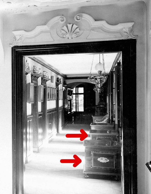 Po sedmdesáti čtyř letech jsou truhly zpět na zámku