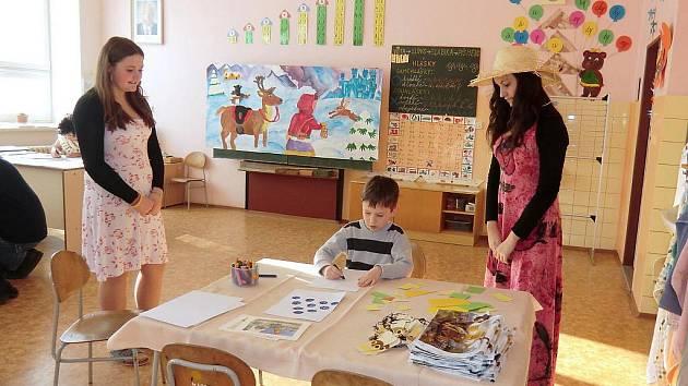 Kulturní program zpestřil budoucím prvňáčkům zápis do prvních tříd v Nasavrkách.