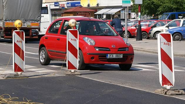 Silnice u Dukly už zase slouží řidičům.