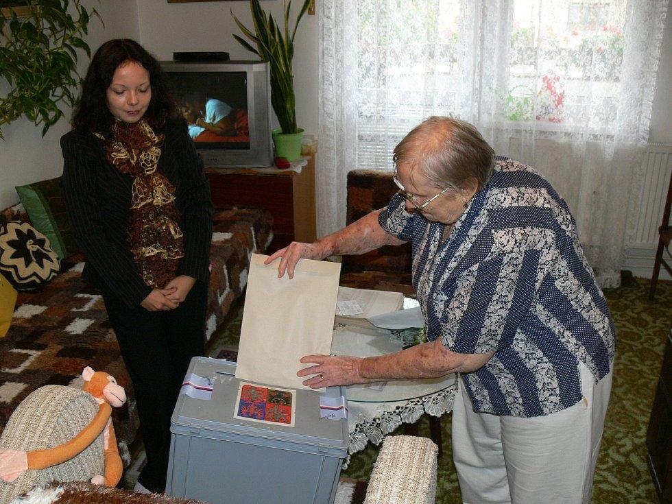 Svůj hlas odevzdali i klienti Domu s pečovatelskou službou v Soukenické ulici.