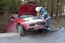 V NEDĚLI dopoledne vyjížděli hasiči z Hlinska k nehodě osobního vozidla na silnici č. 343 mezi Hlinskem a Rváčovem.