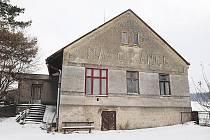 Bývalé kino Na Cikánce čeká proměna v moderní multifunkční centrum obce.