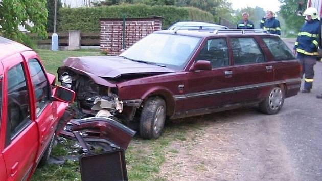 Nehoda ve slatiňanské místní části Škrovád.