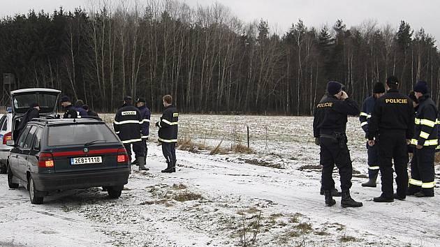 Pátrání po pohřešované ženě skončilo tragicky. Policisté a hasiči ji nalezli mrtvou v lese