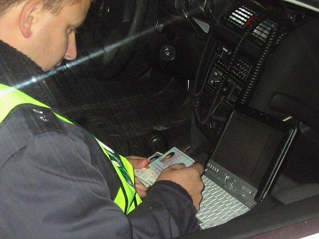 Dopravně bezpečnostní akce na alkohol. V Chrudimském regionu se akce zúčastnilo 16 policistů dopravní a pořádkové služby. Ti zkontrolovali během čtyř hodin, kdy akce probíhala, celkem 115 vozidel. Zjištěno bylo 16 přestupků.